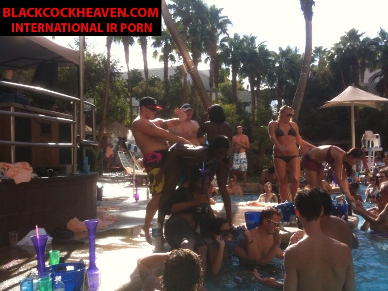 Invasion public stripper